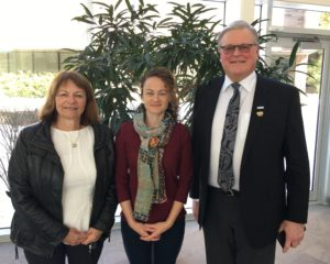 Janet and Karen Spring with Springwater Deputy Mayor Don Allen