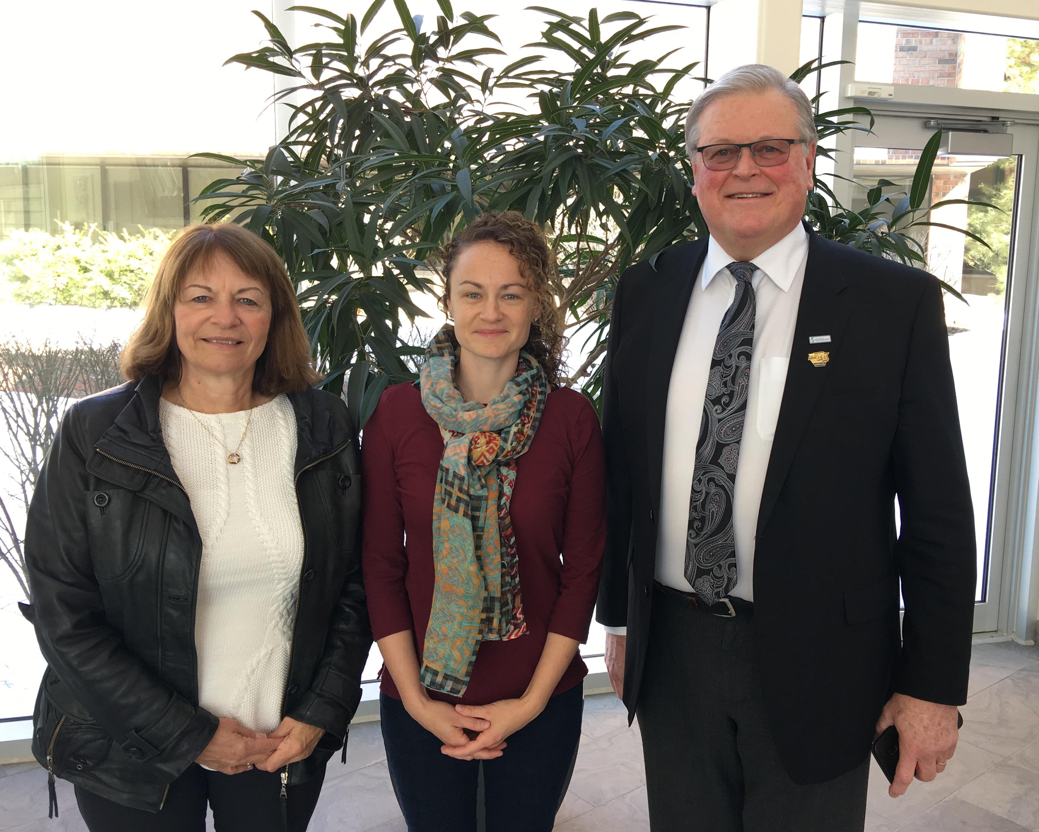 Janet and Karen Spring with Springwater Mayor Don Allen, in 2018 photo
